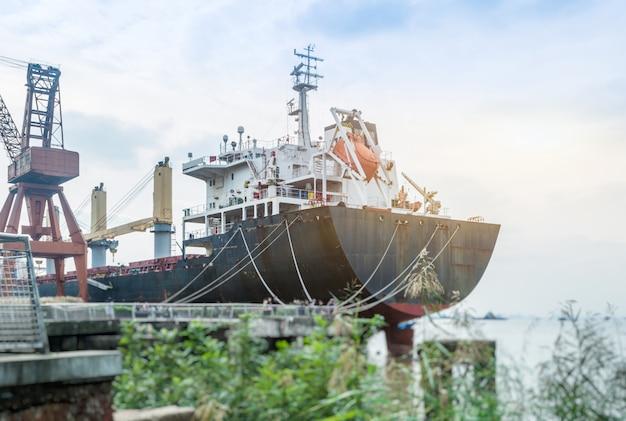 Грузовое контейнерное судно