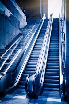 Современная архитектура - эскалатор, движущийся вверх