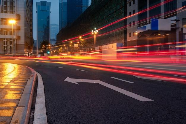 都市景観を持つ都市交通道路