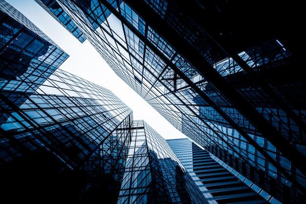 高層ビルの低角度の景色