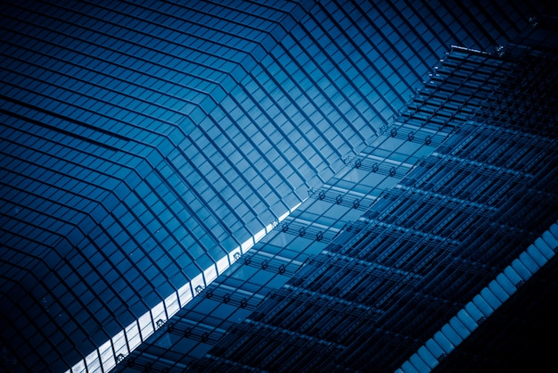 Деталь выстрел современного фасада архитектуры