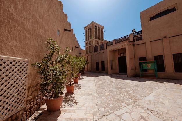 オールドドバイ。歴史的な伝統的なアラビア語の通り