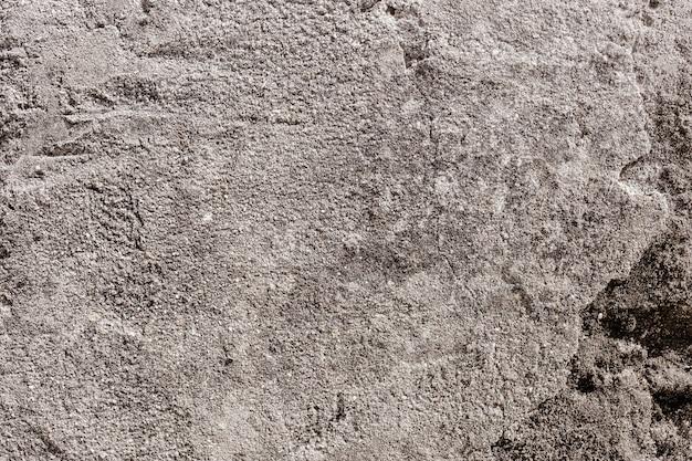 古い灰色の割れた壁