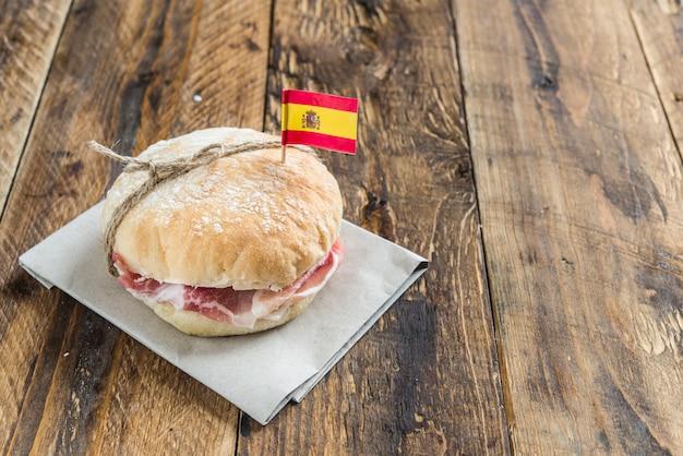 スペイン料理ジャムサンドイッチ