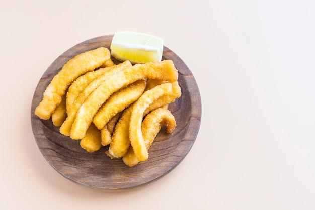 イカのパン粉炒め(チョコ、スペインの典型的なタパ)