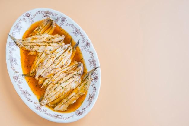イワシの典型的な健康的なスペインのタパ