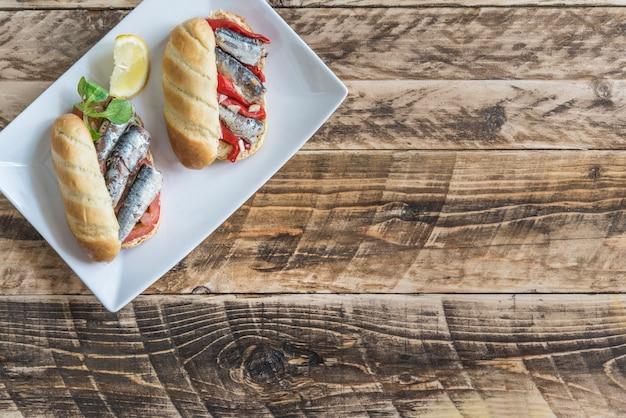Сардины бутерброд