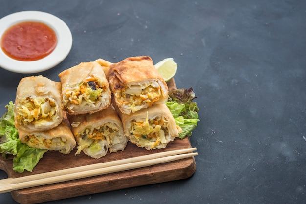 Жареные китайские традиционные блинчики с начинкой