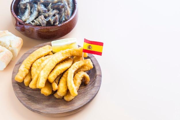 スペインの典型的な魚料理(タパス)