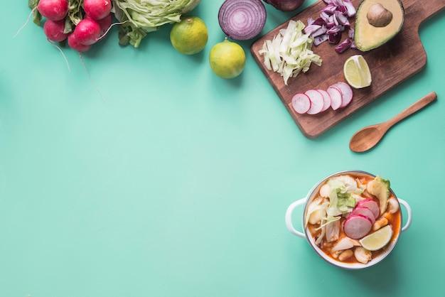 ポゾールの典型的なメキシコ料理