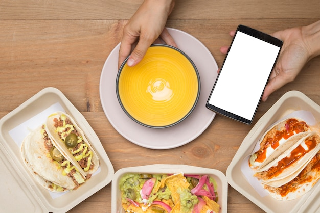 Мексиканская еда на вынос в экологически чистом материале