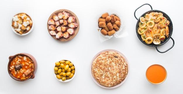 分離された典型的なスペイン料理