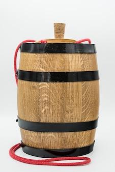 グラスとさまざまなワインのボトルと組成