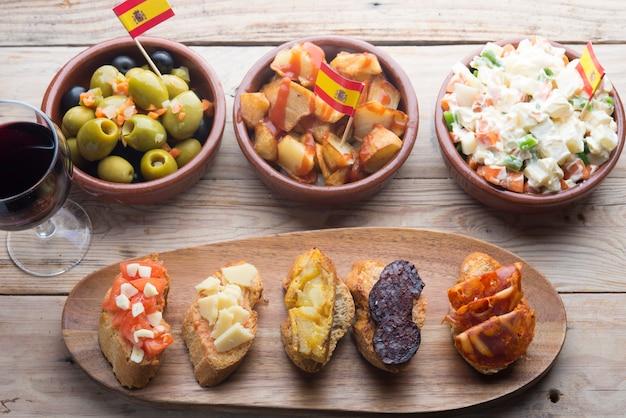 スペインのタパスの典型的な食べ物