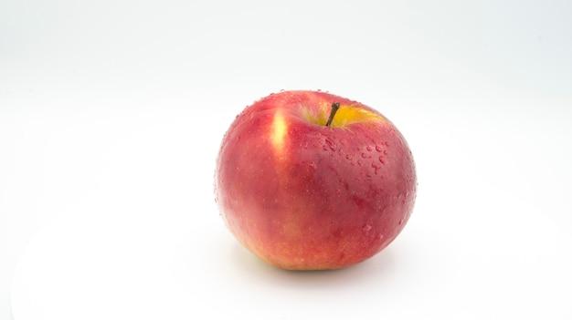 生のリンゴ