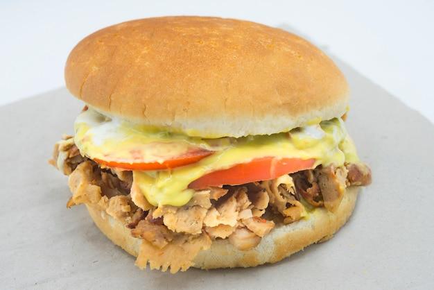 Сэндвич чурраско итальяно типичная чилийская еда
