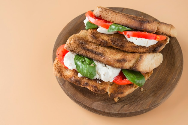 Капрезани панини сэндвич здоровый бутерброд