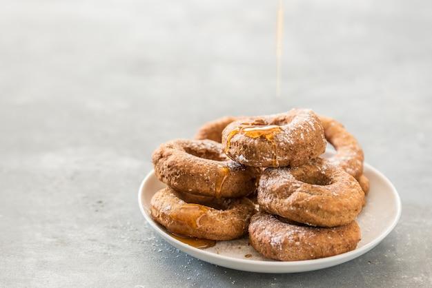 Ручной пончики с медом