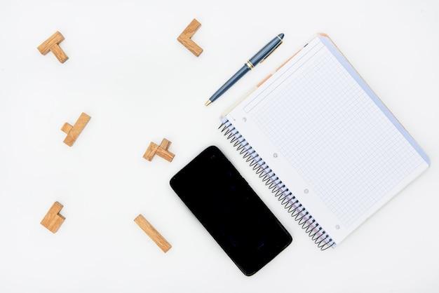 パズル、鉛筆、ノート、モバイル、しわくちゃの紙