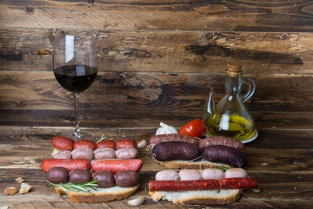 エンブティドスの典型的なスペイン料理