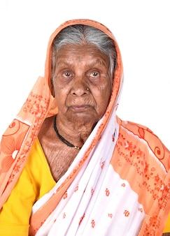 Портрет пожилой женщины, старшая индийская женщина