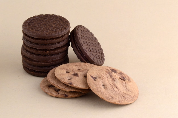Шоколадное печенье и кремовое печенье