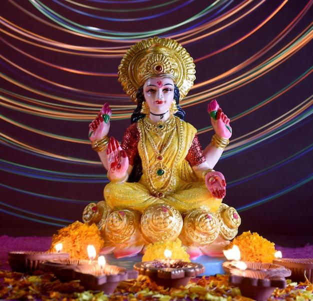ラクシュミ-ヒンドゥー教の女神、女神ラクシュミ。ディワリ祭のお祝い中の女神ラクシュミ。ディワリと呼ばれるインドのヒンズー教の光の祭り