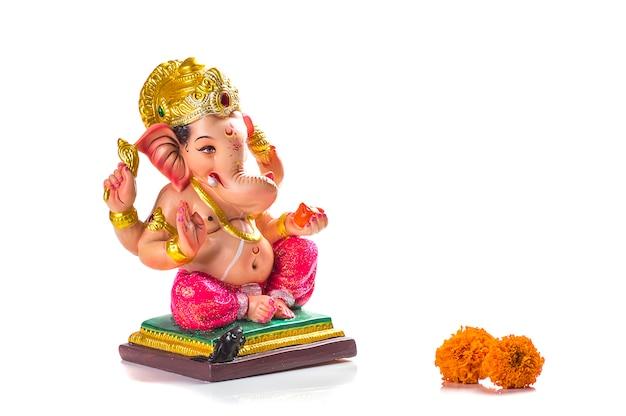 Индуистский бог ганеша. ганеша идол на белом.