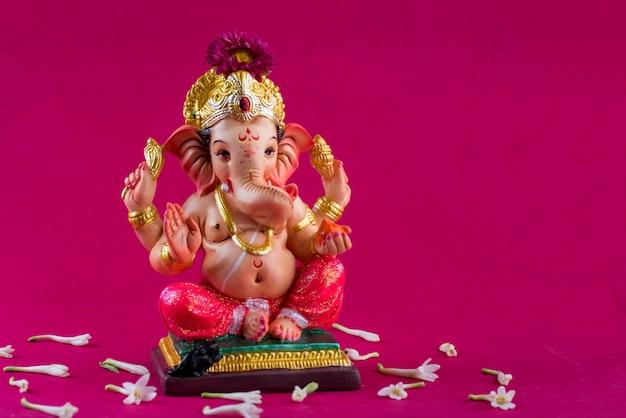 ヒンドゥー教の神ガネーシャ。ピンクのガネーシャアイドル。