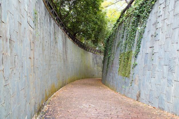 Подземный переход в парке форт каннинг