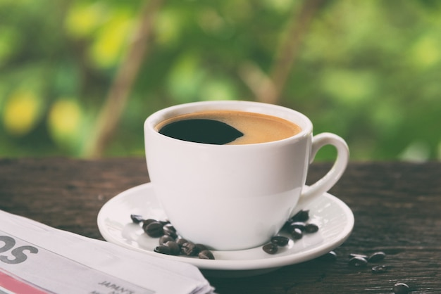 一杯のコーヒーと新聞