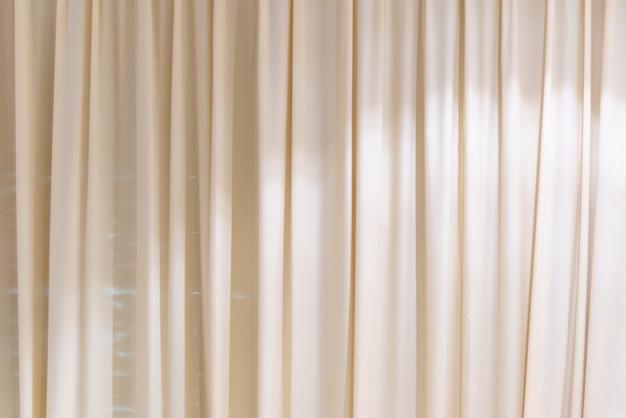 Фон белые шторы
