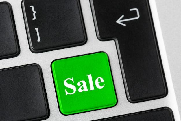 ノートパソコンのキーボードの販売単語と緑色のボタン