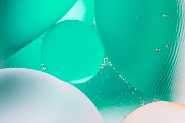 混合水と油から美しい色の抽象的な背景