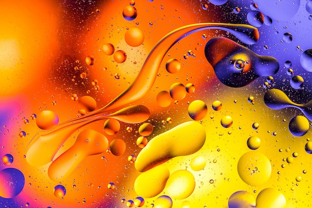 カラフルな背景に水と油の泡のマクロ撮影。