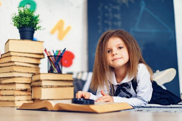 Концепция обучения с красивым учеником начальной школы