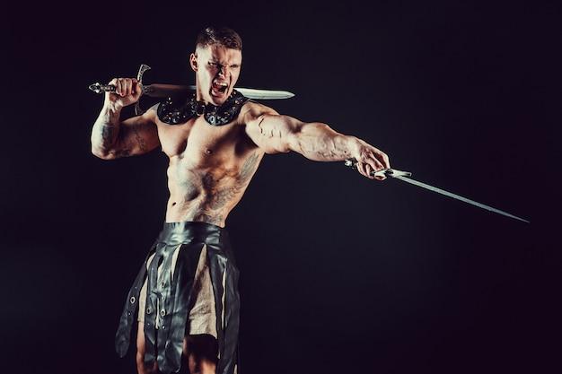 鋭い短剣を持つ戦士