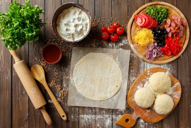 木の食材を使ったピザ生地