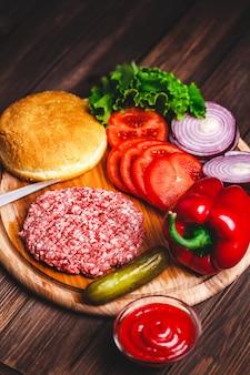 生のひき肉ハンバーガーステーキカツレツ調味料、チーズ