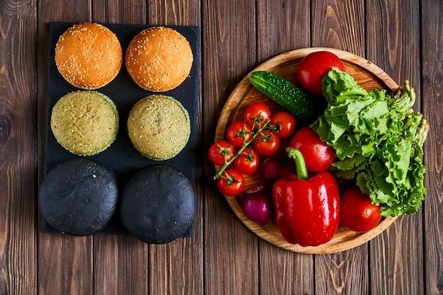 ハンバーガー用の異なる色のパン