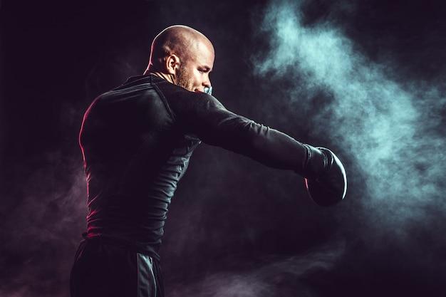 煙と戦うスポーツマンボクサー