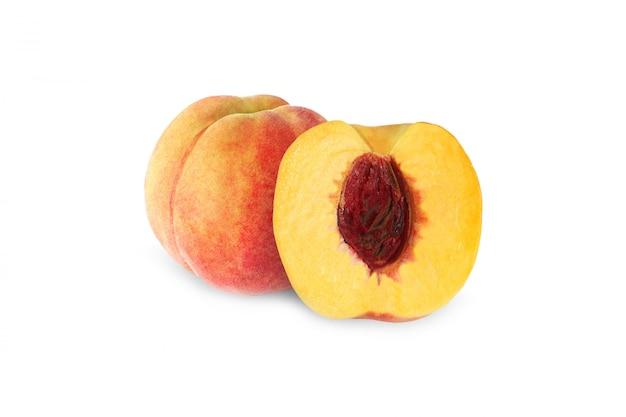 クリッピングパスと白い背景で隔離の石で全体と半分の桃