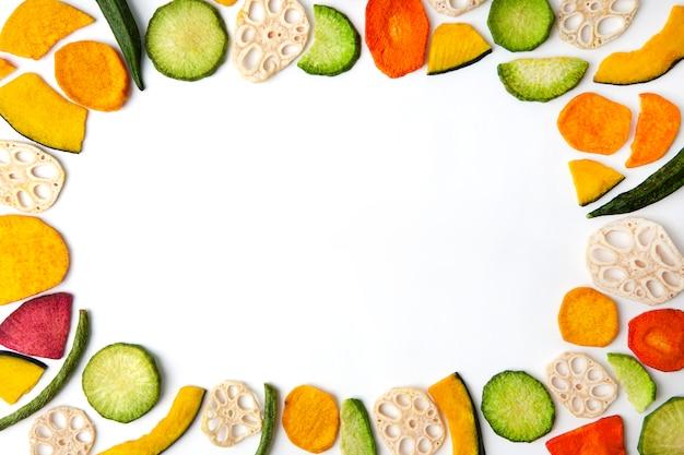 白の乾燥野菜チップ