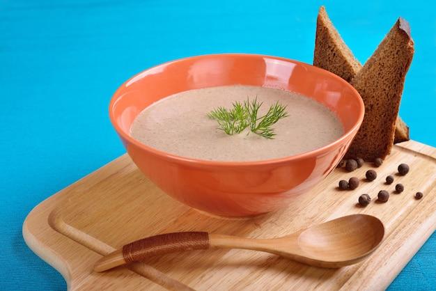 背景色が水色のキノコのスープ