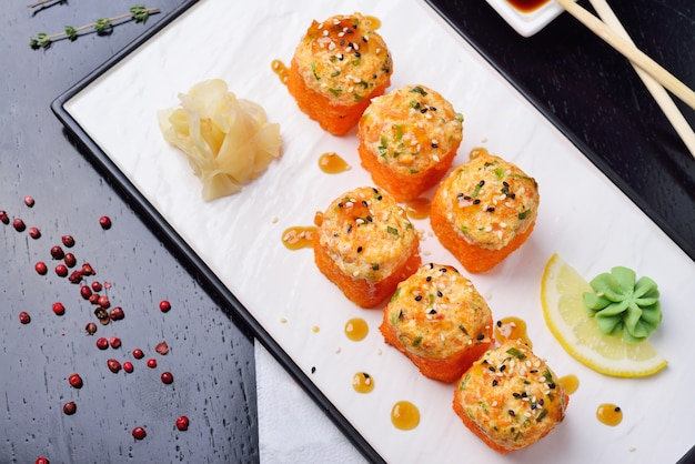 伝統的な日本料理の焼きロール
