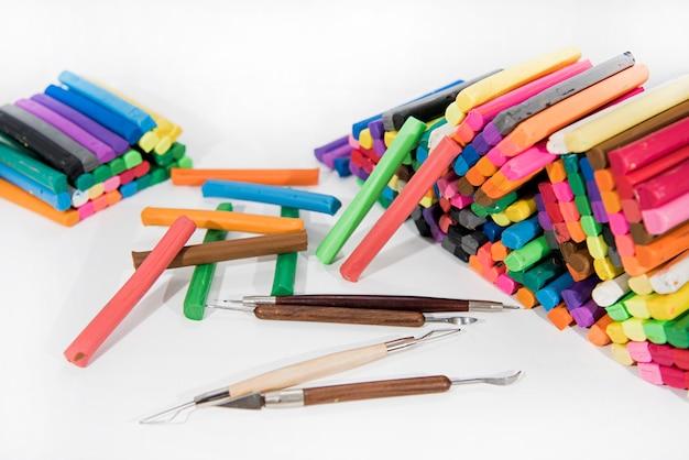Абстрактная композиция для изготовления чего-то из пластилина (игровая глина)