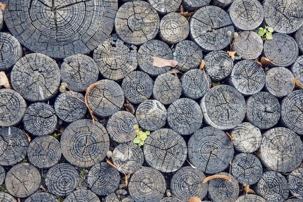 秋の暗い色の抽象的な木製のテクスチャ