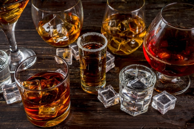 強くて強いアルコール飲料の選択