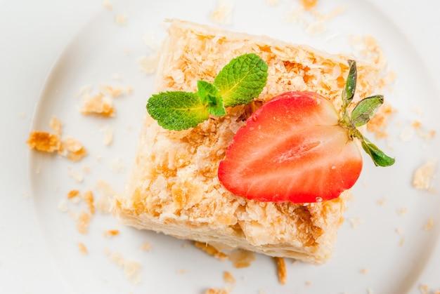 クラシックケーキ-ナポレオンまたはミルフィーユ