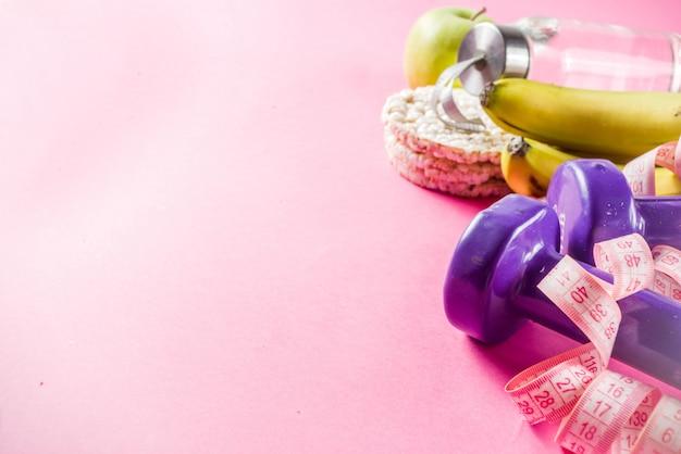 Фитнес и здоровое питание на розовом
